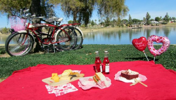 cute-valentines-day-gifts-gift-ideas-i-n-s-valentine-picnic-date-for-1024x585